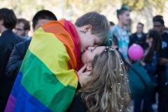 Kiss-in géant à République en réponse à la Manif pour tous le 9 octobre 2016.